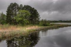 El lago bowstring es parte del nativo americano Reserva del lago leech imagenes de archivo