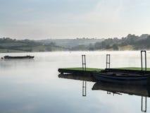 El lago brumoso Fotos de archivo
