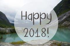 El lago con las montañas, Noruega, manda un SMS a 2018 feliz Fotos de archivo libres de regalías