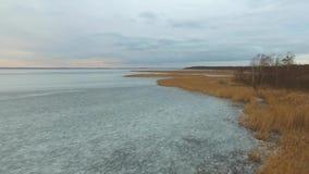 El lago congelado Åšniardwy, visión aérea