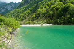 el lago de Stua en la provincia de Belluno fotos de archivo