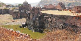 El lago del pozo del paso dentro del fuerte de Ranthambhore Fotos de archivo libres de regalías