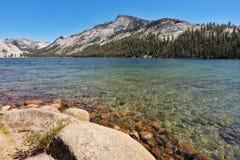 El lago enorme en el parque nacional de Yellowstone Foto de archivo