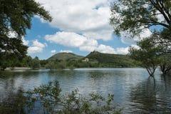 El lago fantástico de Lago di Casoli imagen de archivo