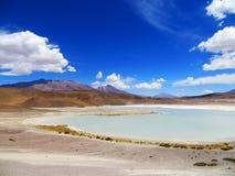 El lago honda en desierto boliviano Fotos de archivo