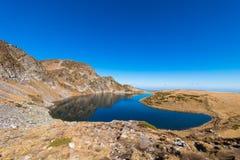 El lago kidney es uno de los siete lagos Rila Montaña de Rila, Foto de archivo libre de regalías