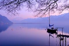 El lago Lemán en la oscuridad Imagenes de archivo