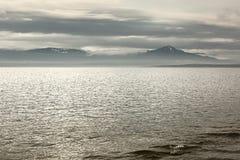 El lago Lemán en un día nublado Imagenes de archivo