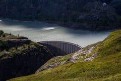 El lago Margaritzenstausee del glaciar y la presa imagen de archivo libre de regalías