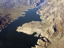 El lago Mead y montañas Imagenes de archivo