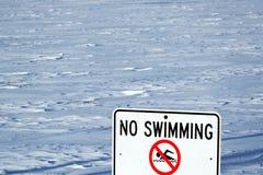 El lago Michigan ninguna muestra de la natación imágenes de archivo libres de regalías