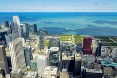 El lago Michigan y el horizonte de Chicago Imágenes de archivo libres de regalías
