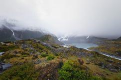 El lago Mueller se puede ver al principio de pista del valle de la puta Fotografía de archivo