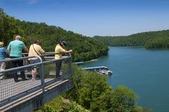 El lago Norris formó por Norris Dam en el remache del río en Tennessee Valley los E.E.U.U. foto de archivo libre de regalías