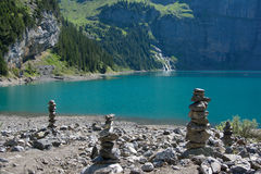 El lago Oeschinensee en Suiza Imagenes de archivo