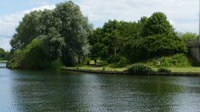 El lago por el camino imagen de archivo