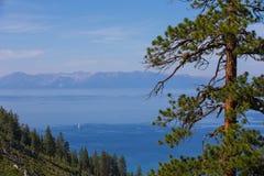 El lago Tahoe - de la cala del túnel con el espacio de la copia Imagenes de archivo