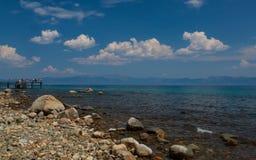 El lago Tahoe de la orilla de la zona este fotos de archivo
