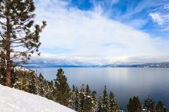 El lago Tahoe en invierno Imagenes de archivo