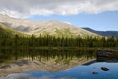 El lago tiene gusto de un espejo Imagen de archivo
