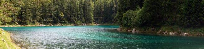 El lago verde en Tragoess, Austria (panorama) Imagenes de archivo