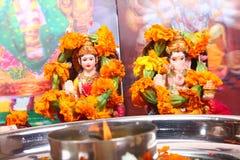 El lakshmi de la diosa y la estatua del ganesha del señor, ruegan concepto Fotografía de archivo