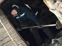 El lanzar del carbón Fotografía de archivo