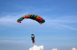 El lanzarse en paracaídas Imagen de archivo libre de regalías