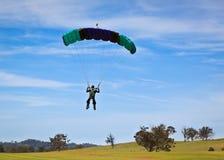 El lanzarse en paracaídas Imágenes de archivo libres de regalías