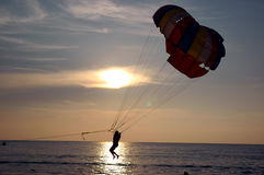 El lanzarse en paracaídas del agua Fotografía de archivo libre de regalías
