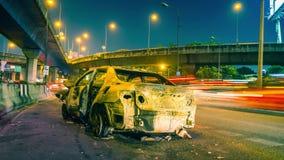 El lapso de tiempo del coche quemó de accidente almacen de metraje de vídeo