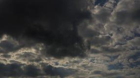 El lapso de tiempo se nubla la atmósfera del cielo almacen de metraje de vídeo