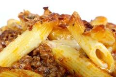 El lasagne italiano, pica la carne con la salsa de queso de las pastas Foto de archivo