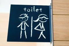 El lavabo público firma con un símbolo del hombre y de la señora Fotografía de archivo libre de regalías