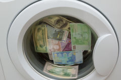 El lavar planchar de dinero en lavadora Imagen de archivo libre de regalías