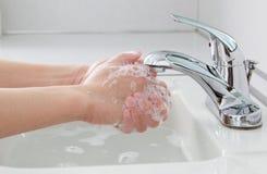 El lavarse de las manos Imágenes de archivo libres de regalías