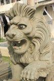El león de piedra en la puerta del gobierno Imagen de archivo