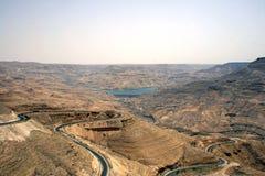 El lecho de un río seco Mujib en Jordania fotografía de archivo