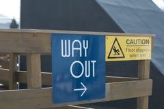 El letrero de la salida, señal de peligro Imagen de archivo libre de regalías