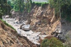 El levantamiento y el edificio resultante y la erosión de la montaña de terremotos, junto con los efectos de derrumbamientos tien fotografía de archivo libre de regalías