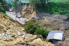 El levantamiento y el edificio resultante y la erosión de la montaña de terremotos, junto con los efectos de derrumbamientos tien fotos de archivo libres de regalías