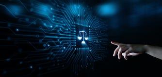 El libra escala al abogado en la tecnología de Internet de Business Legal Lawyer de la ley imagenes de archivo