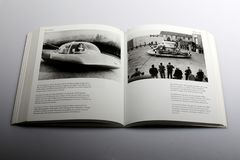 El libro de la fotografía de Nick Yapp, coche del futuro diseñó para el año-2000 Foto de archivo libre de regalías