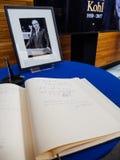 El libro de los condoleances para Helmut Kohl en el Parlamento Europeo Foto de archivo libre de regalías
