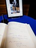 El libro de los condoleances para Helmut Kohl en el Parlamento Europeo Imagenes de archivo