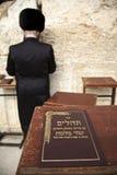 Libro de salmos en la pared que se lamenta Imágenes de archivo libres de regalías