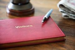 Libro de visitas del hotel imagen de archivo libre de regalías