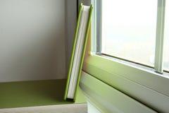 El libro verde de la cubierta Imagen de archivo