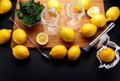 El limón amarillo fresco está listo para juicing fotos de archivo libres de regalías