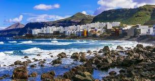 EL litoral cênico Pagador de Moya do en do EL Roque da vila em Gran Canaria Ilhas Canárias imagem de stock